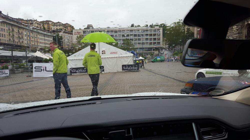 Lausanne, 16:00, Regen, die Frisur immer noch die gleich